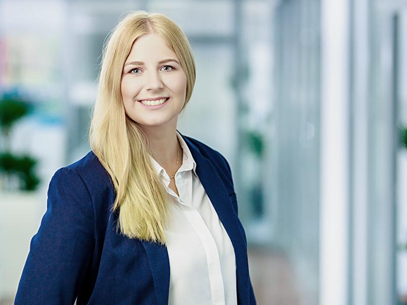 Corinna Mint - Management Assistant